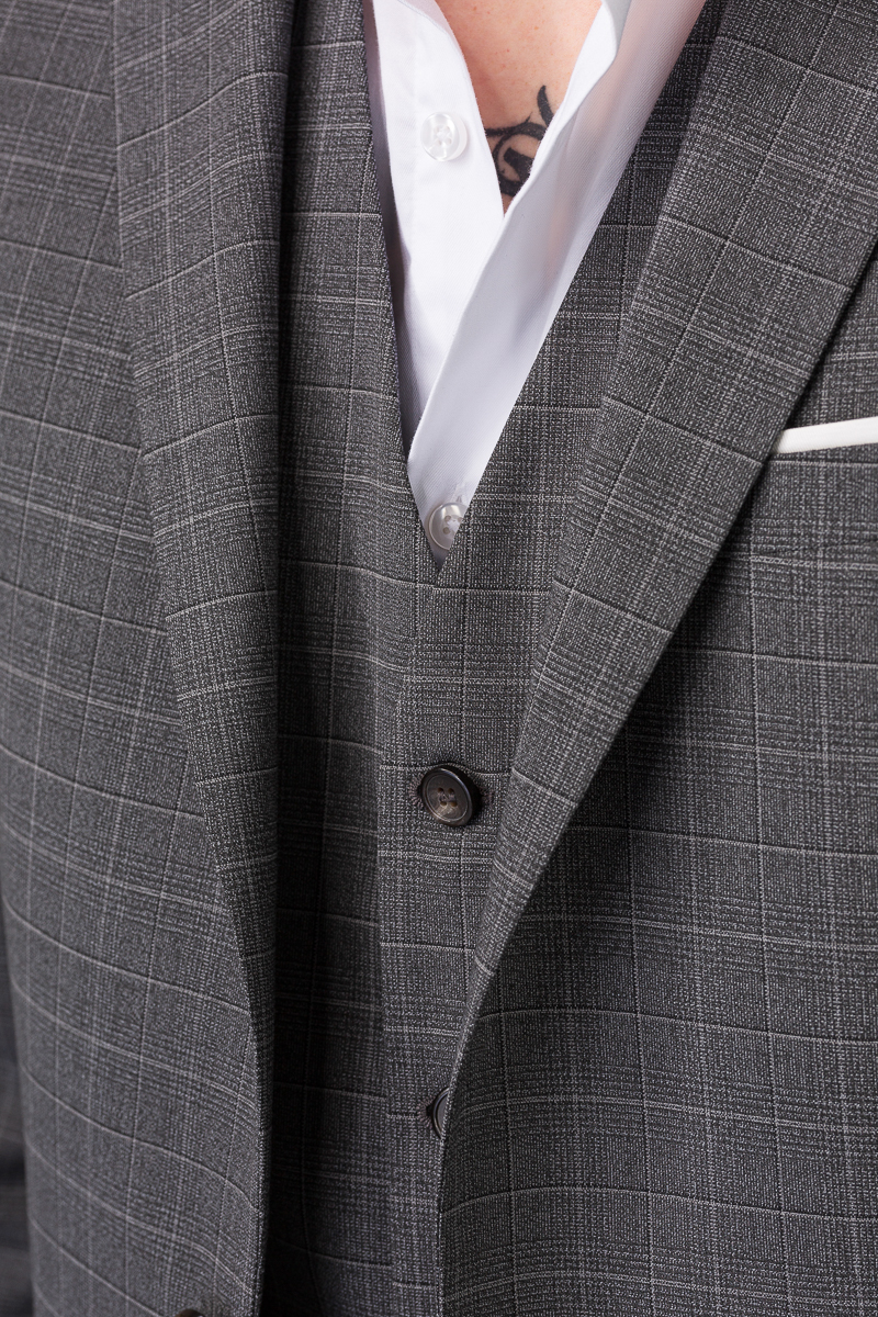 YOUNG Muško odijelo sive boje sa prslukom
