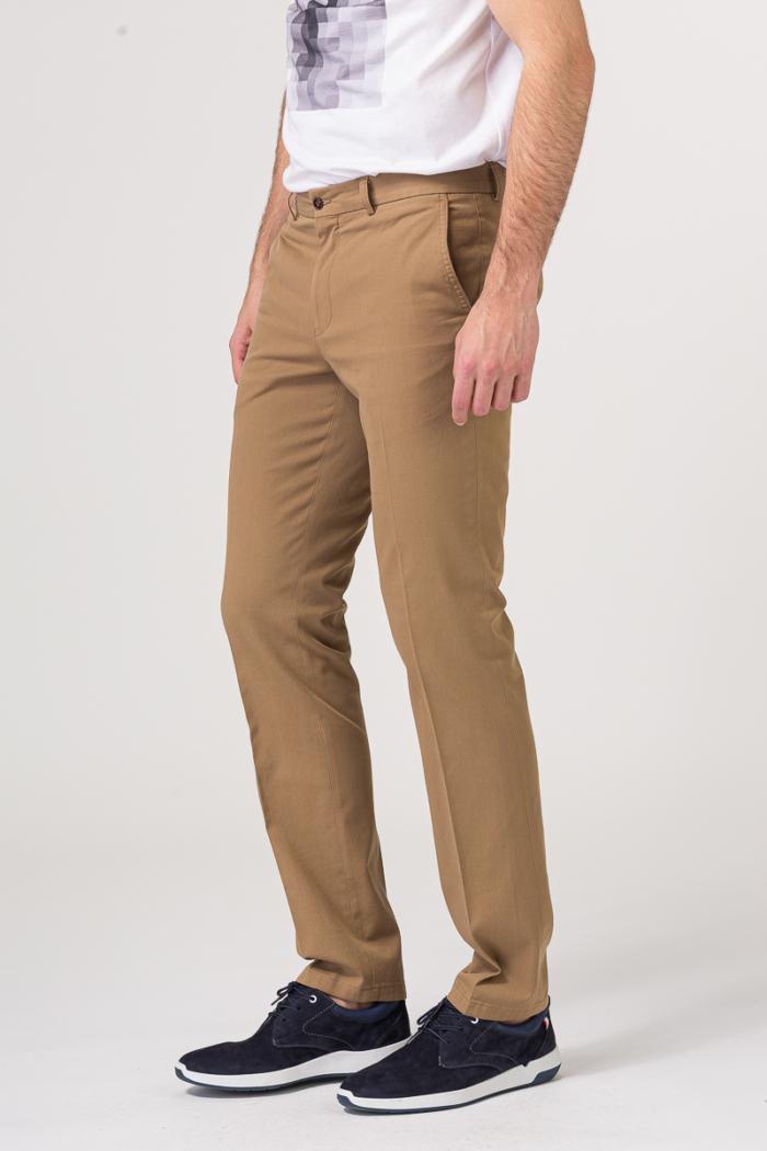 Muške chino hlače u dvije klasične boje