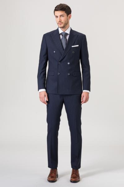 Prugasto tamno plavo odijelo s dvorednim kopčanjem