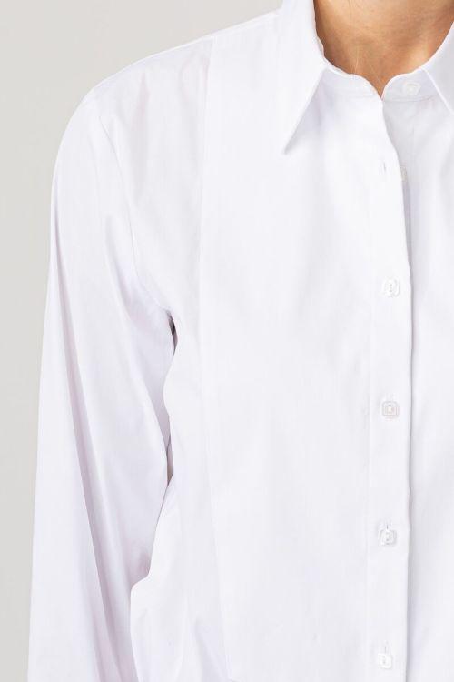 Klasična bijela ženska košulja