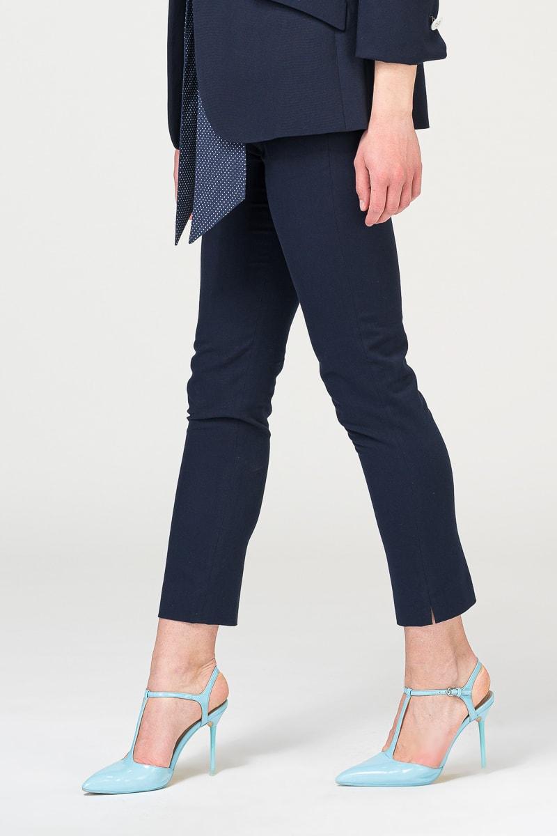 Ženske uske hlače u dvije plave nijanse