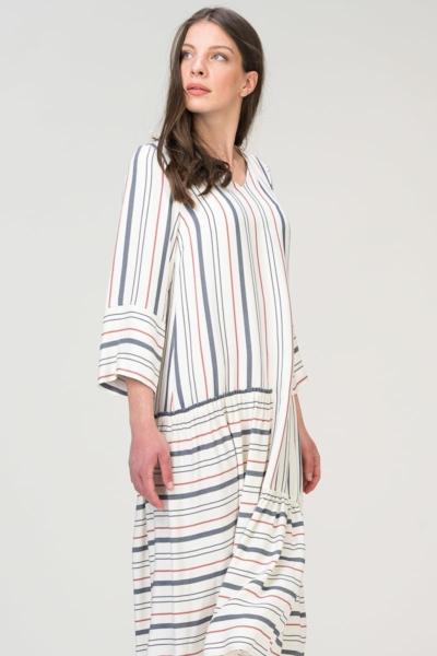 Haljina s prugama ležernog kroja