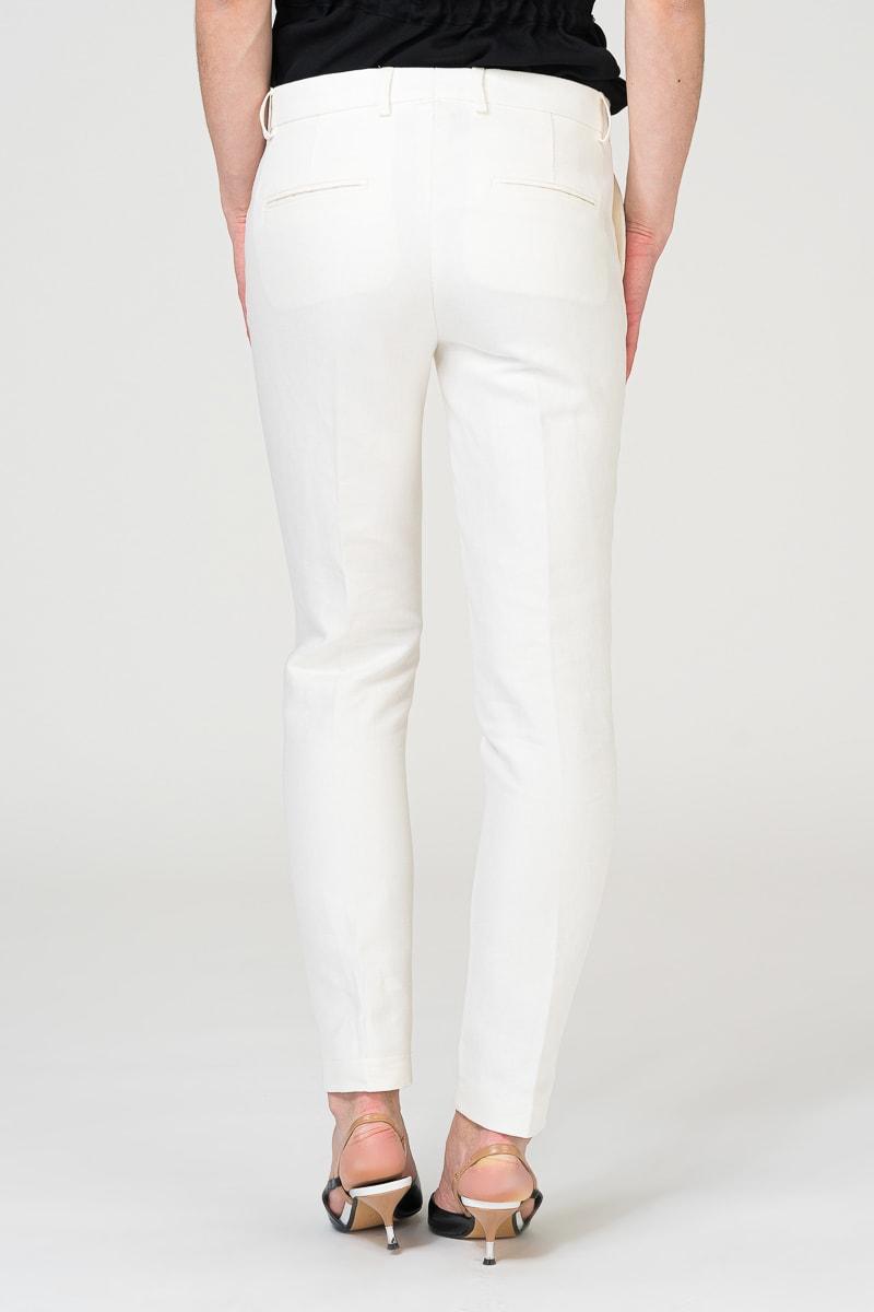 Bijele uske hlače s prošivenom crtom