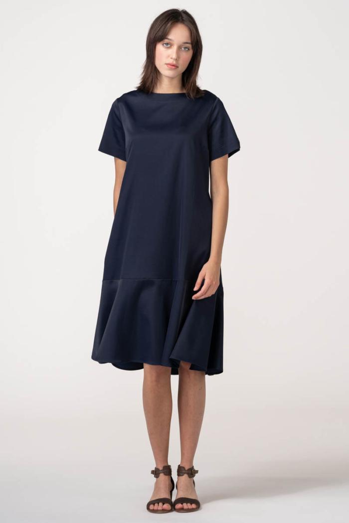 Ženska haljina A kroja u dvije boje