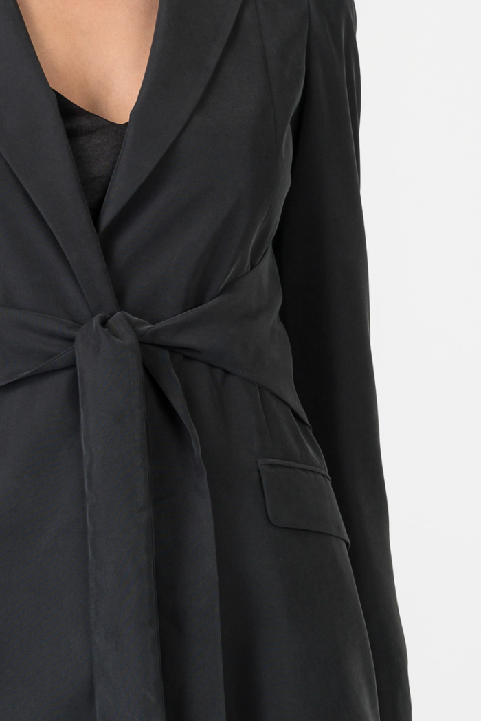 Varteks Crni baršunasti sako na vezanje