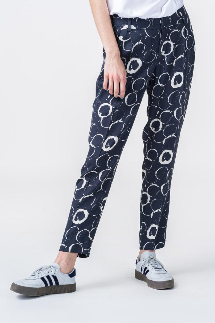 Varteks Ženske tamno plave hlače s uzorkom