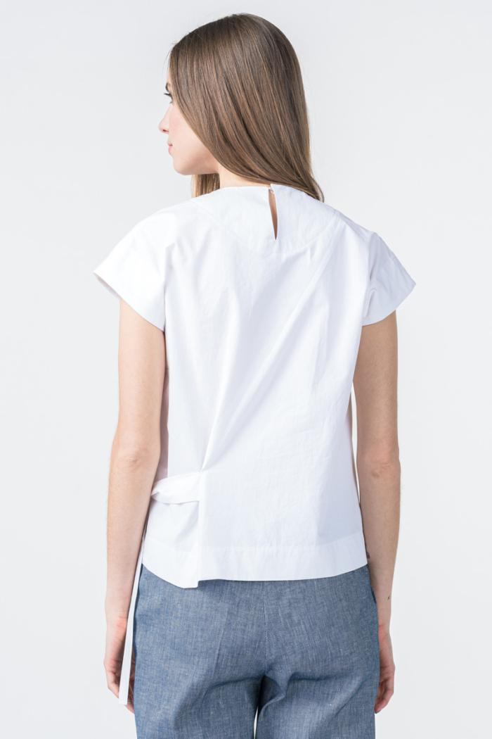Bijela ženska bluza s volanom