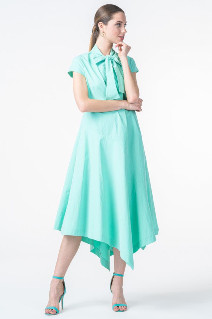 Haljina asimetričnog kroja u dvije boje